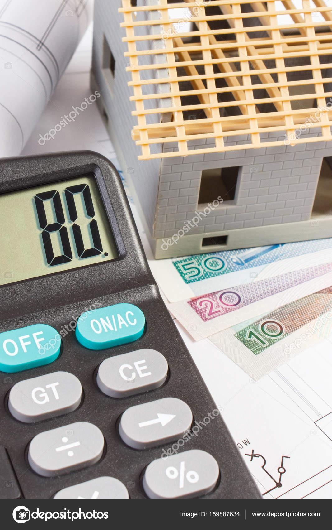 Haus Im Bau, Taschenrechner Und Polnische Währung Geld Auf Elektrische  Zeichnungen U2014 Stockfoto