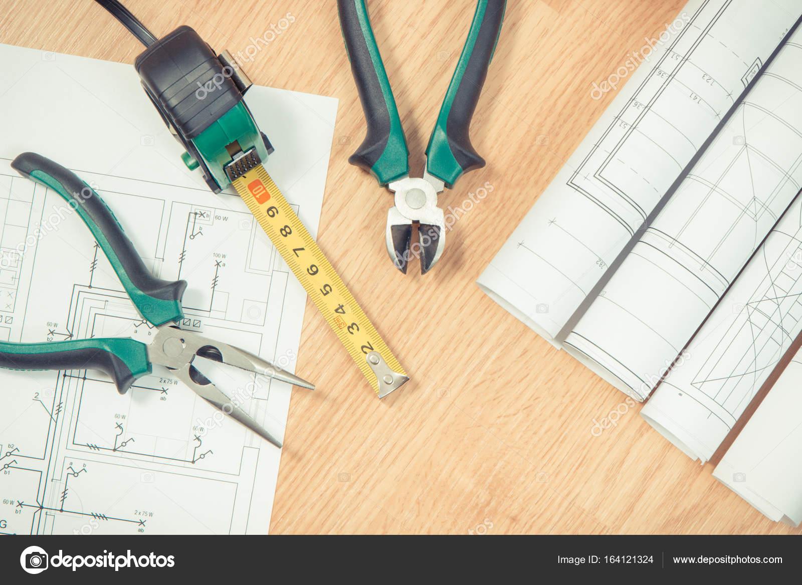 Rollen von elektrischen Zeichnungen oder Diagramme und Arbeitshilfen ...