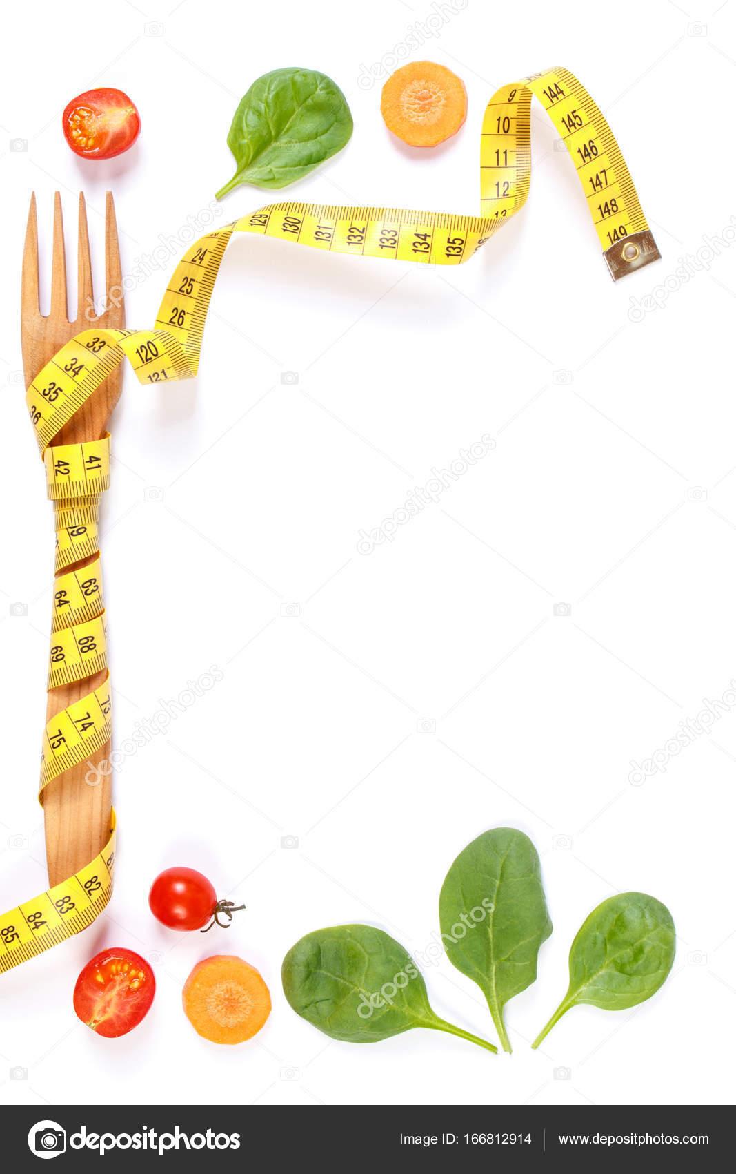 Rahmen der Gabel gewickelt in Zentimeter und frisches Gemüse ...