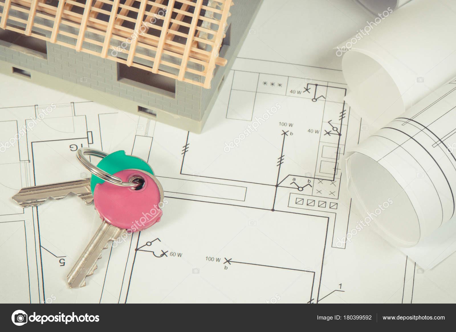 Schemi Elettrici : Chiavi di casa casa in costruzione e schemi elettrici per lavori