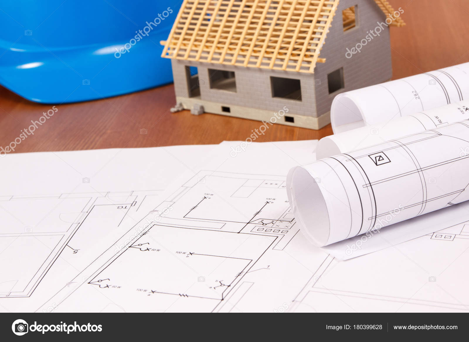 Elektrische Zeichnungen Oder Diagramme, Haus Im Bau Und Blau Schutzhelm  Nach Hause Gebäudekonzept U2014 Foto Von Ratmaner