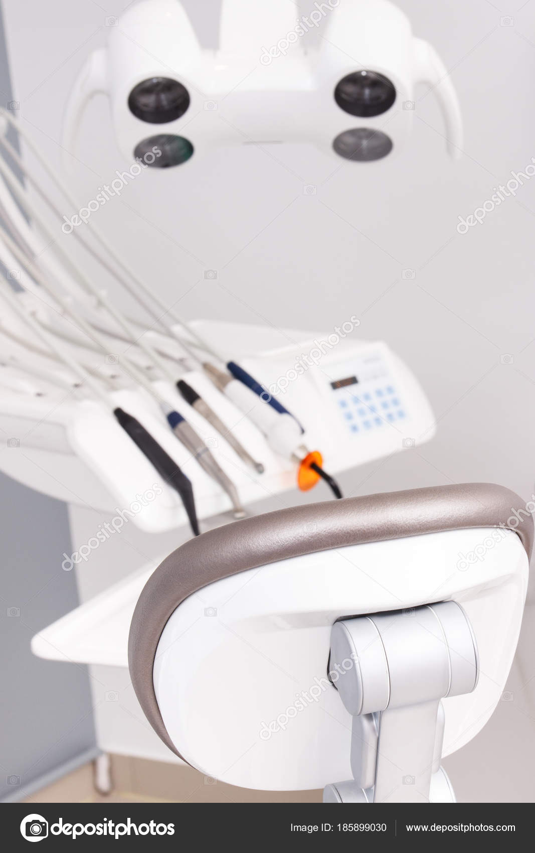 nuovi prezzi più bassi presa all'ingrosso outlet online Poltrona odontoiatrica e accessori usati dai dentisti nell ...