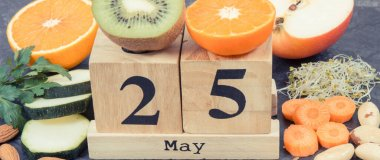 Cube calendar with date of World Thyroid Day and best food containing natural minerals and vitamins for healthy thyroid