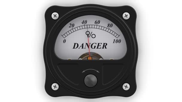 A veszélyt jelző akcióban. Az analóg kijelző mutatja a veszély mértékét százalékban. Felvételeket videóinak