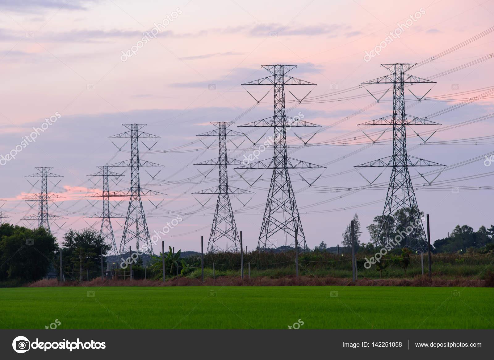 Estructura de poste eléctrico de alta tensión — Foto de stock ...