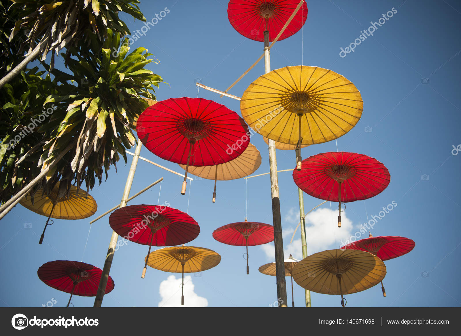 Asiatische Sonnenschirme asiatische sonnenschirme in stockfoto urf 140671698