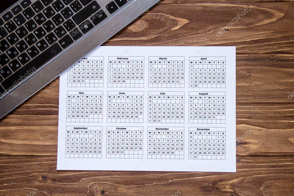 Takvim Ve Ahşap Masaüstü Klavye Temiz Güzel Arka Plan Duvar Kağıdı