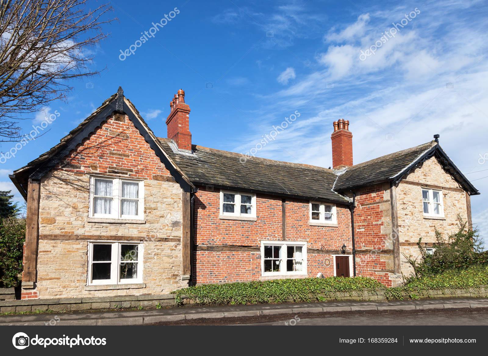 maison en brique rouge maison brique ou parpaing avie home brique ou parpaing with maison en. Black Bedroom Furniture Sets. Home Design Ideas