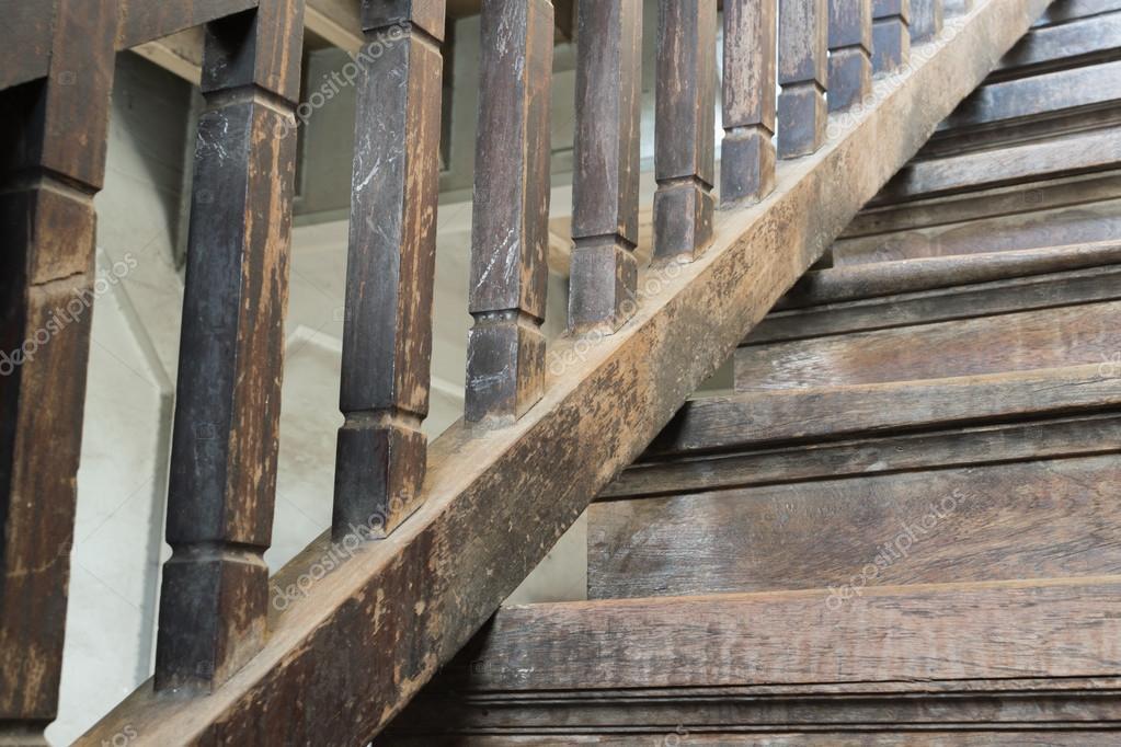 Scaletta In Legno Antica : Scala in legno antico u foto stock pongmoji