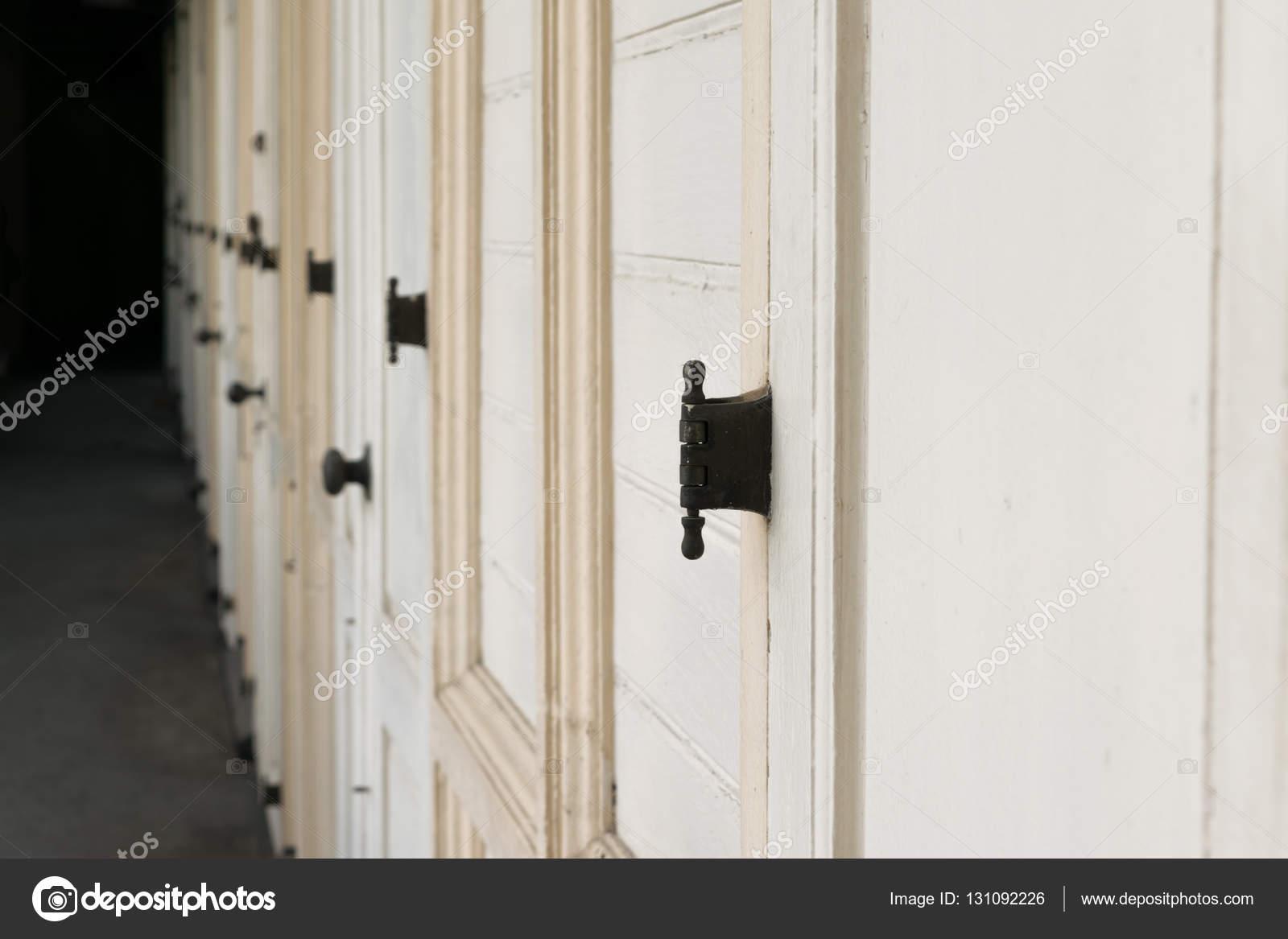 Antigua puerta de madera vintage fotos de stock - Puerta antigua de madera ...
