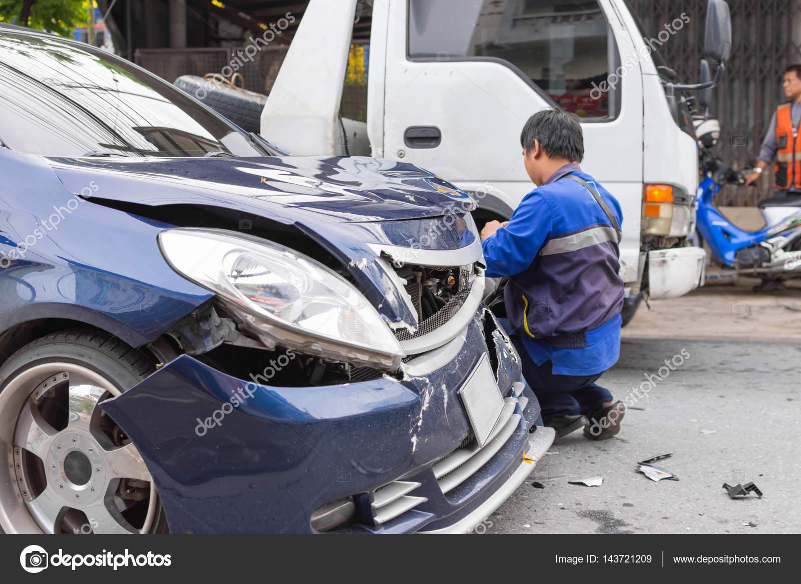 Autounfall von Autounfall auf der Straße — Redaktionelles Stockfoto ...