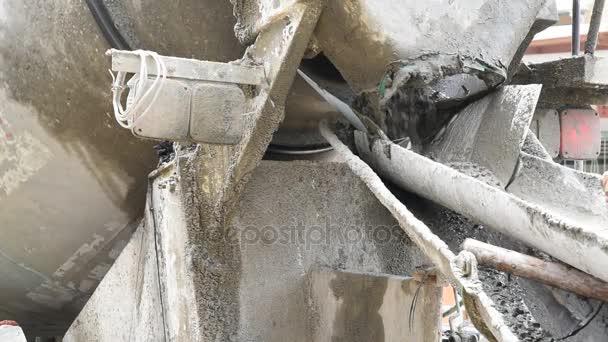 Míchání cementu betonu na staveništi