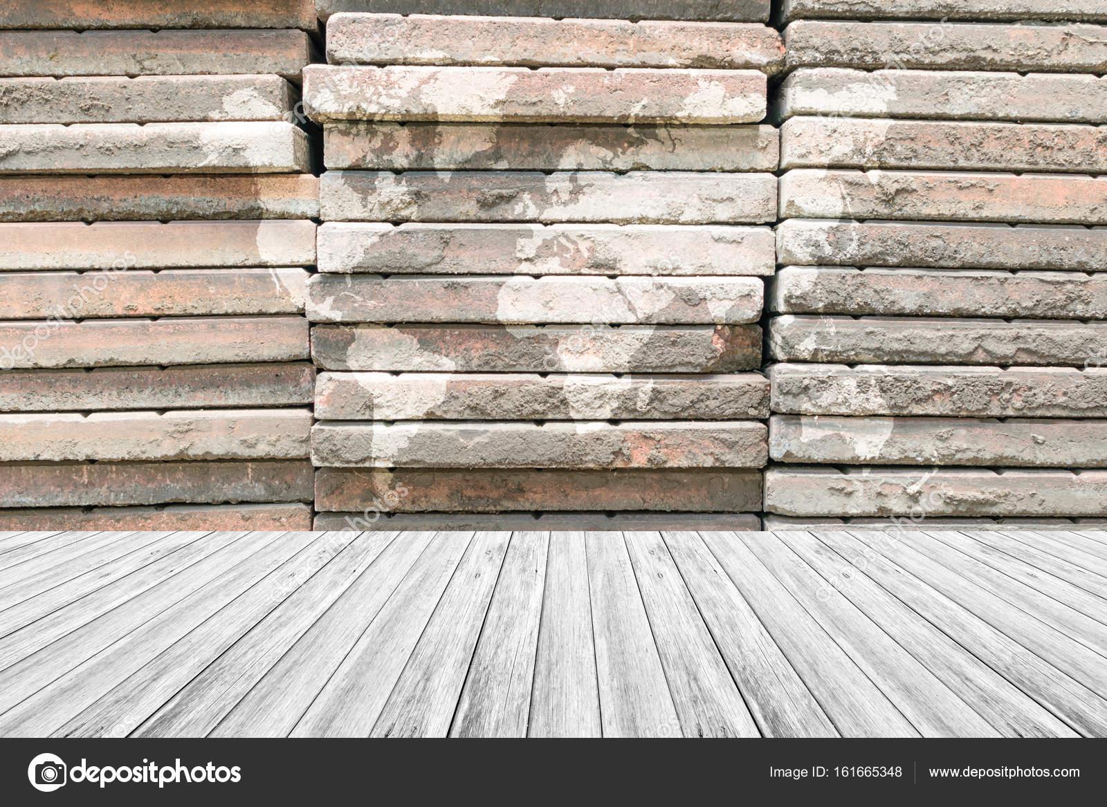 Stenen Muur Wit : Stenen muur textuur met wit houten terras en wereldkaart