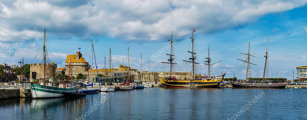 Editorial: 20th September 2017: St-Malo, France. Old big fore-an