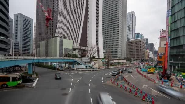 shinjuku, Tokio, Japonsko- 6. února 2019: 4k time lapse video městské ulice v obchodním městě. Shinjuku-ward