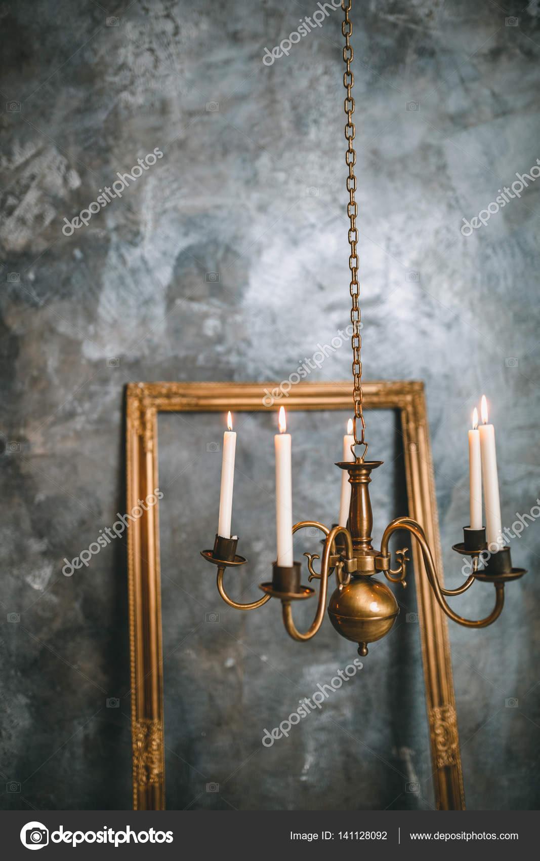 Fantastisch Romantische Interieur Zum Valentinstag Mit Kerzen Lichter Brennen Im Zimmer  U2014 Stockfoto