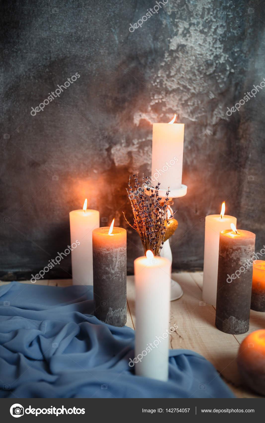 Romantische Interieur Zum Valentinstag Mit Kerzen Lichter Brennen Im Zimmer  U2014 Stockfoto