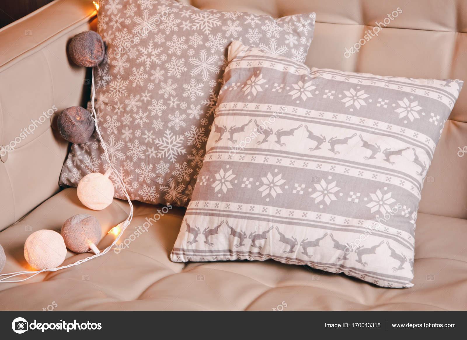 Schone Gemutliche Wohnlandschaft Mit Sofa Stockfoto C Mikhail Kayl