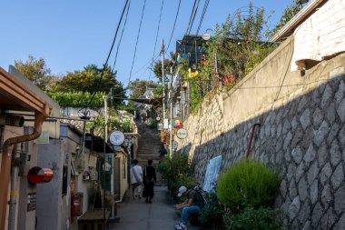 ihwa mural village narrow streets