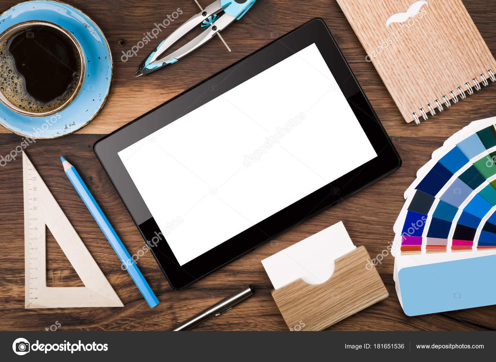 Vue dessus tablette tactile concept bureau bureau bois