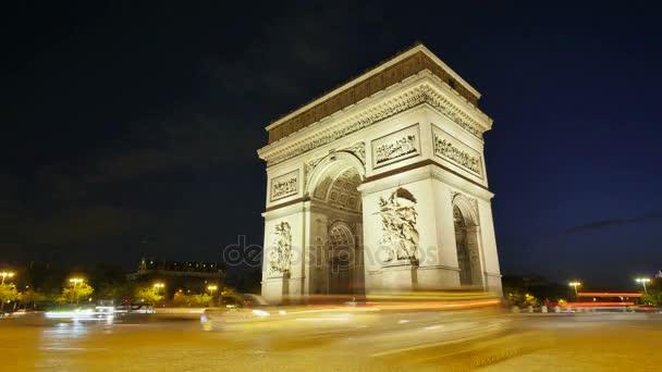 Vítězný oblouk z Paříže v Champs Elysees časová prodleva v noci