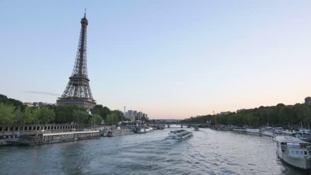 Eiffel-torony Párizs idő telik el a nap éjszaka
