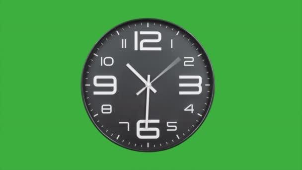 Moderní stříbrné hodiny tvář pohybující se rychle dopředu čas lapse.Clock tikání zrychlený čas na zeleném pozadí obrazovky. Časovač vysokorychlostního počítadla. Čas letí rychle vpřed v této časové prodlevě. Hodinová tvář běží ve vysoké rychlosti.