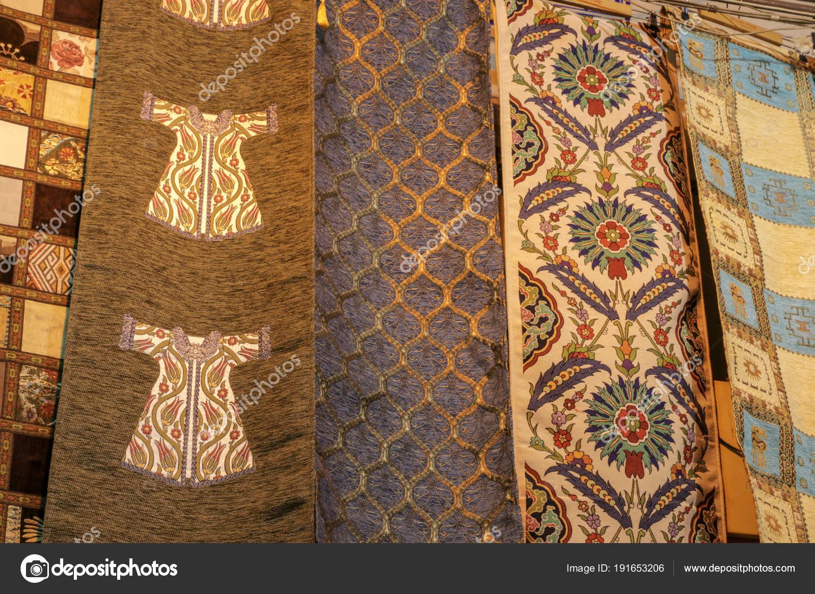 Stoffen Voor Kussens : Traditioneel patroon kussens stoffen tapijten u2014 stockfoto