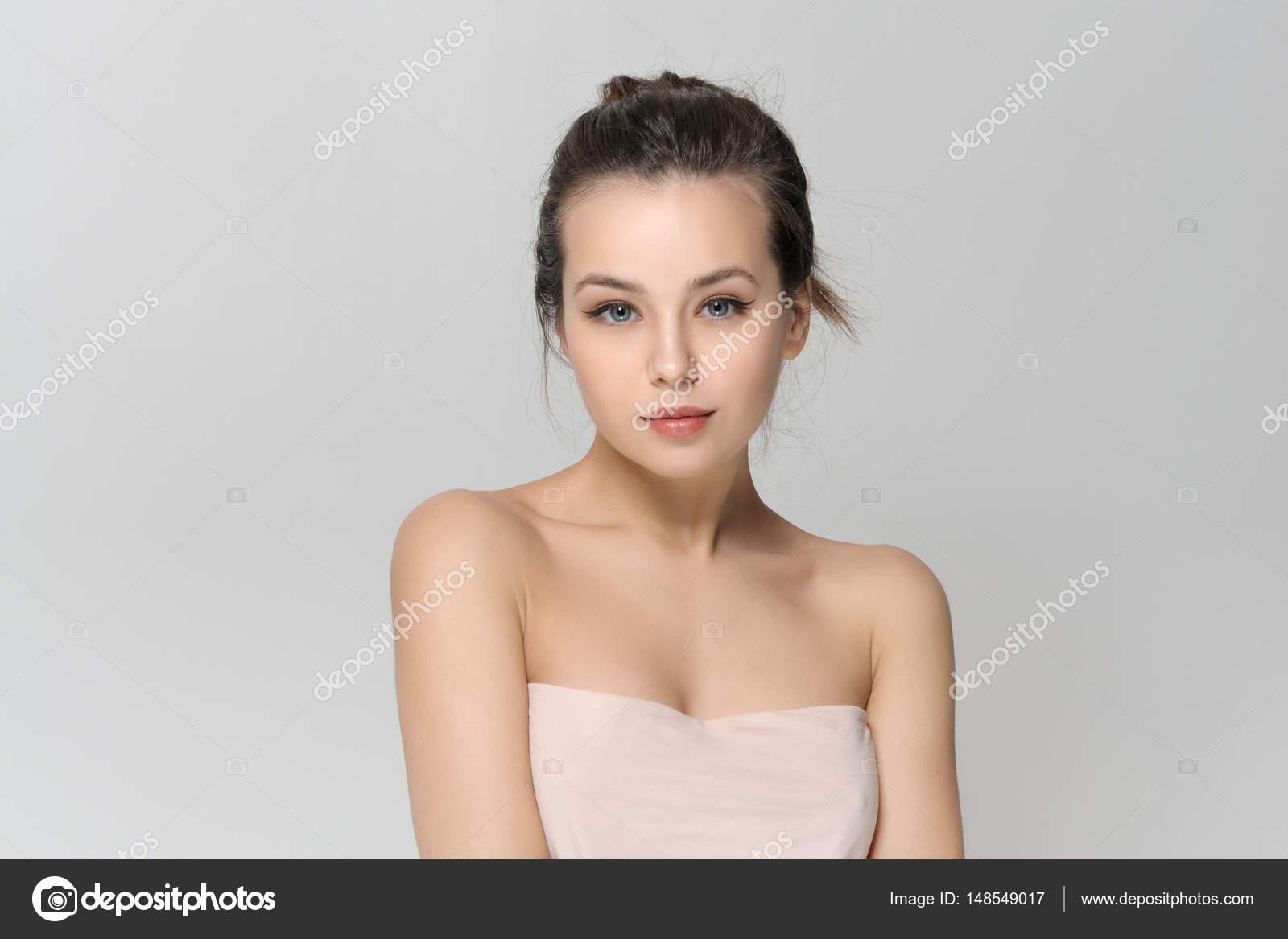 Девушка через плечо