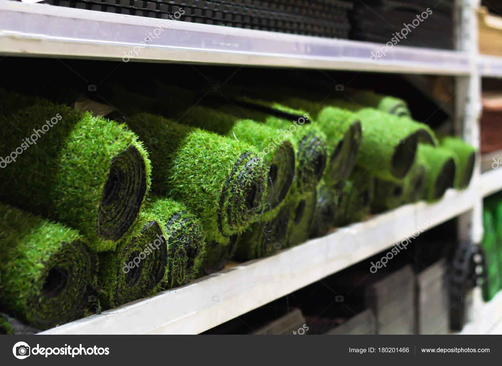 Rollen van kunstgras verkoop op de plank u2014 stockfoto © boss 357