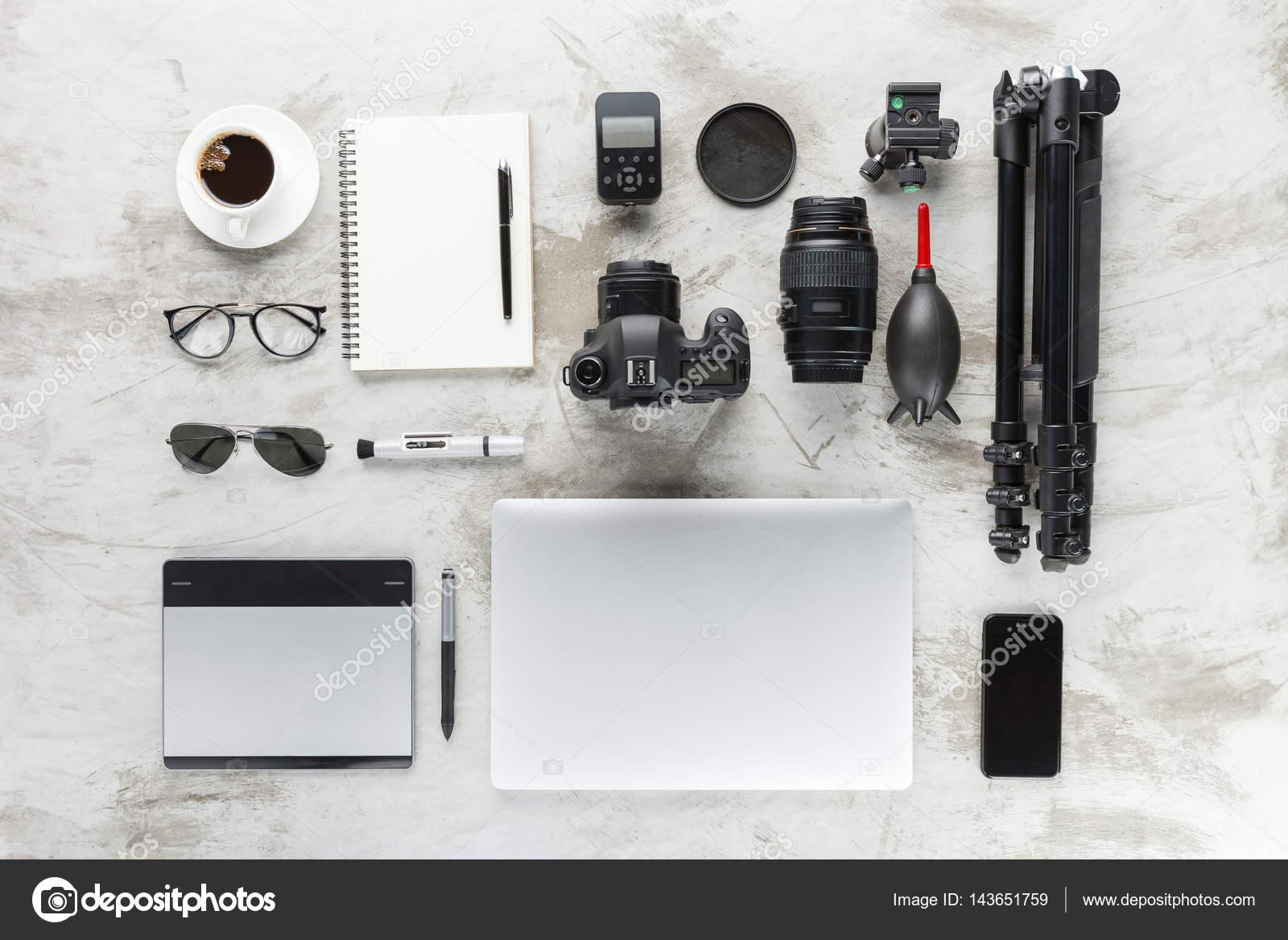 Переглянути фотографії аксесуари на роботу стільниця– стокове зображення b38b2f61b1b3c