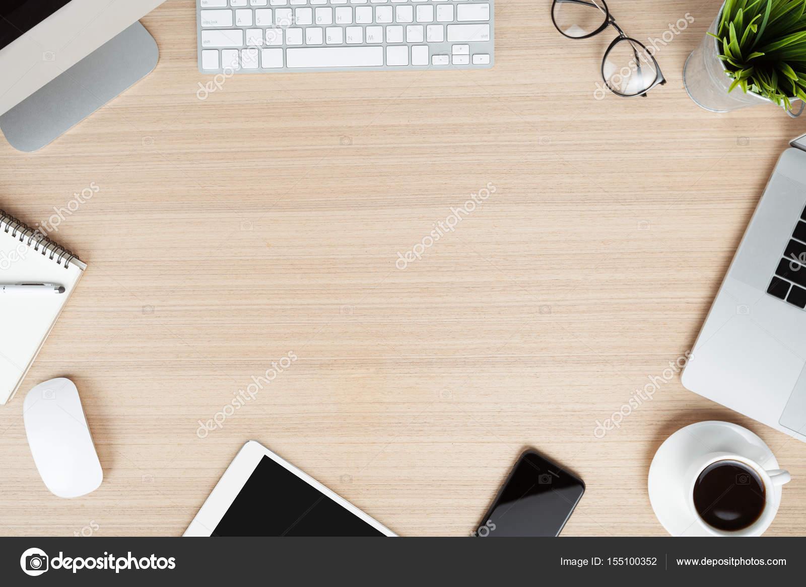 Communicator moderne sur langle de vue de dessus de bureau travail