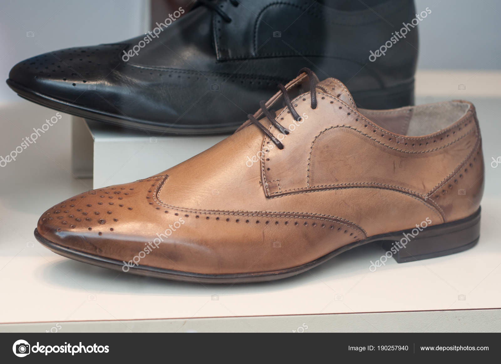 Negozio di scarpe di cuoio classico per gli uomini di moda– immagine stock 607d459d7ee