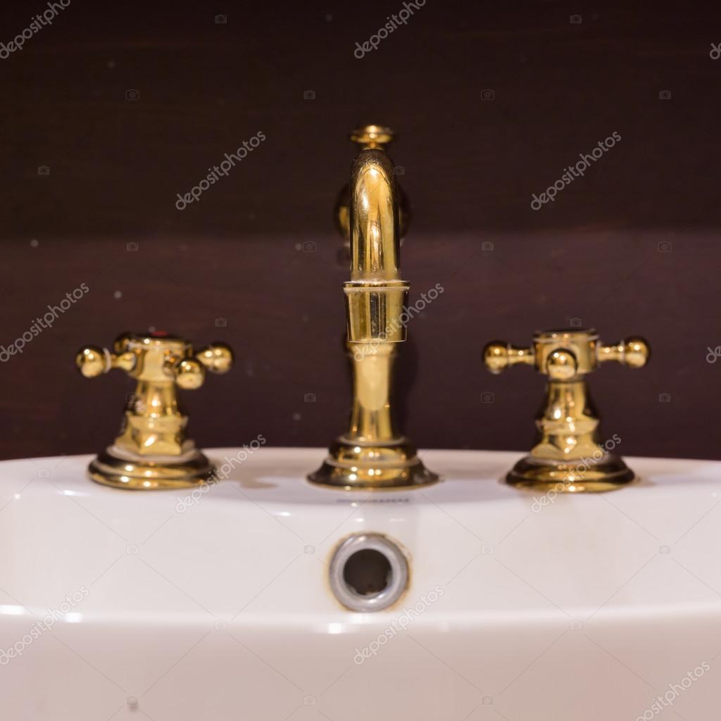 Oro Lavabo Y Grifo De Diseño Retro Vintage Decorado Interior Baño De Lujo U2014  Foto De Sutichak