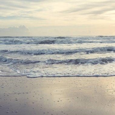 "Картина, постер, плакат, фотообои ""красивое летнее море, солнце на песчаном фоне пляжа картины пейзаж море"", артикул 133844166"