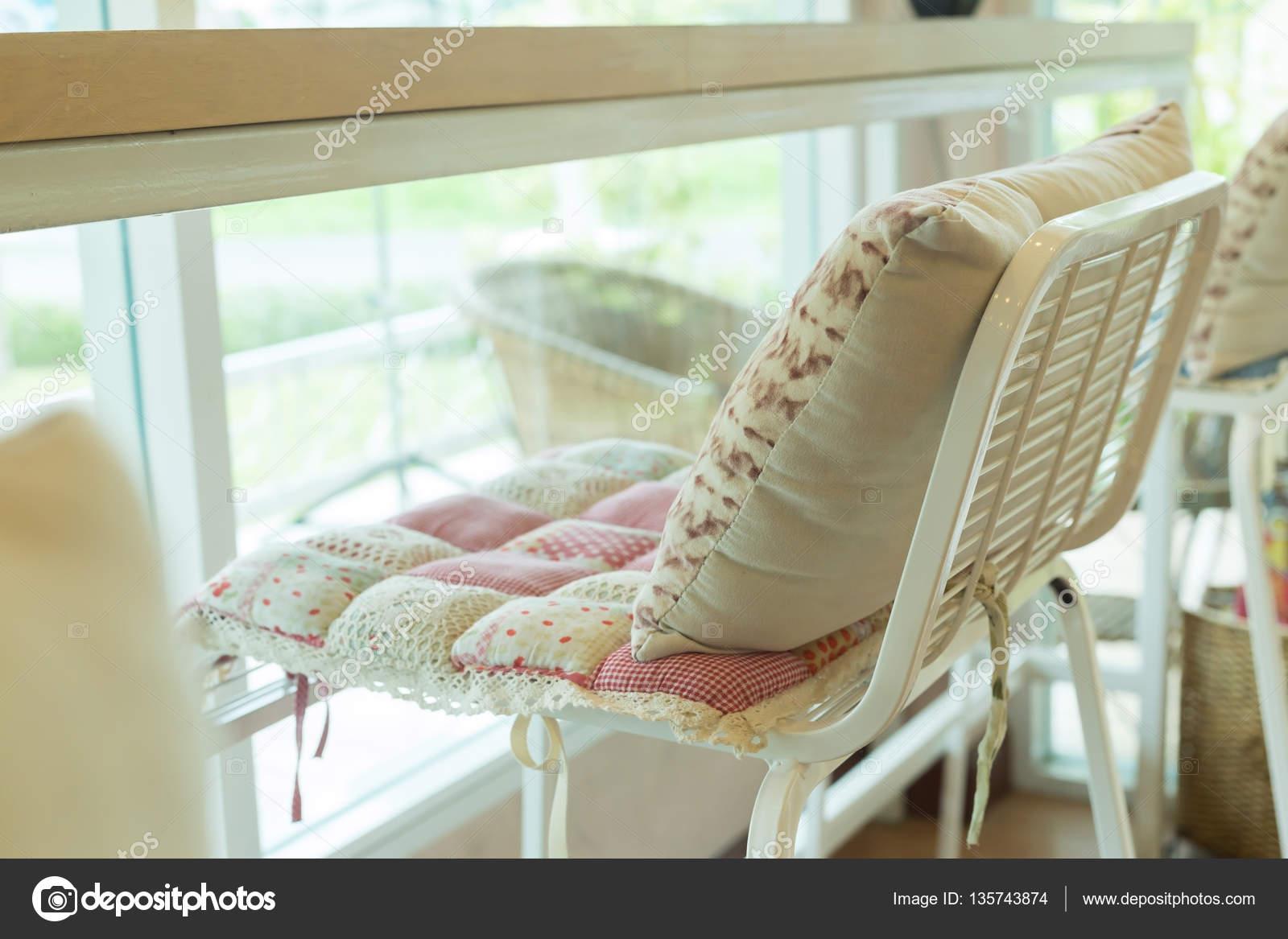 Sgabello da bar con interni di modello di cuscino cuscino fiori