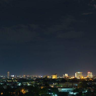 """Картина, постер, плакат, фотообои """"пейзаж города ночь с драматических угрюмый темное небо"""", артикул 161917652"""