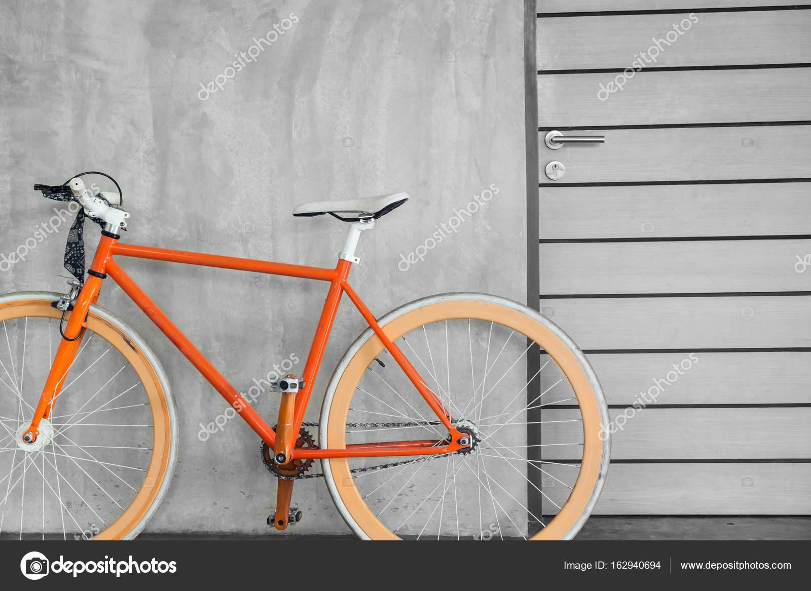 Orange Fahrrad geparkt schmücken moderne Interieur Wohnzimmer ...