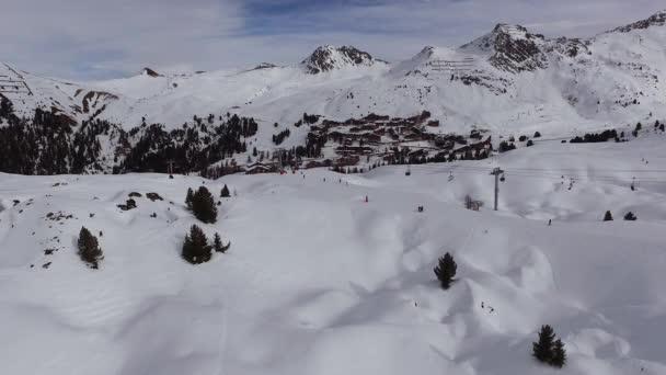 Letecký pohled na lyžařské středisko