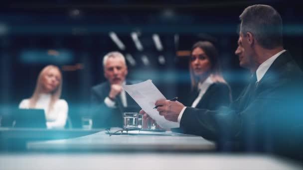 Obchodní tým diskutuje o obchodní strategii
