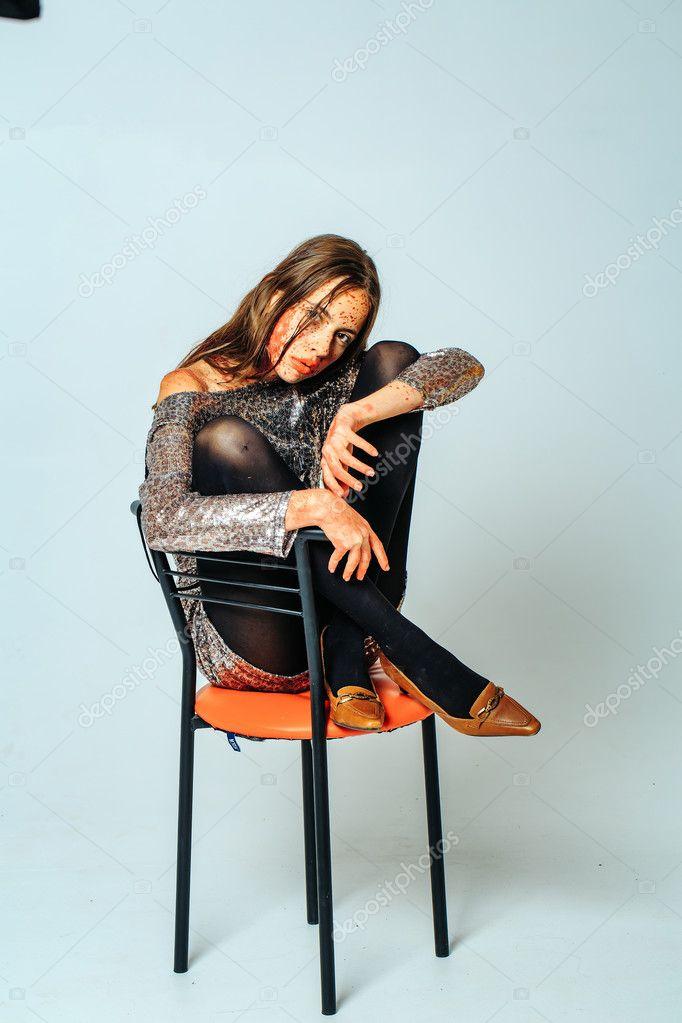зомби девушка бар стул стоковое фото Tverdohlibcom 128426806