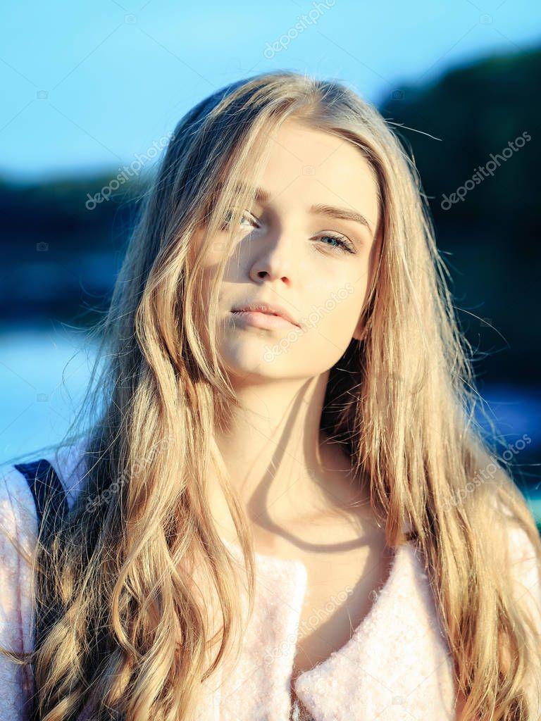 Hübsches Mädchen Mit Langen Haaren Stockfoto Tverdohlibcom
