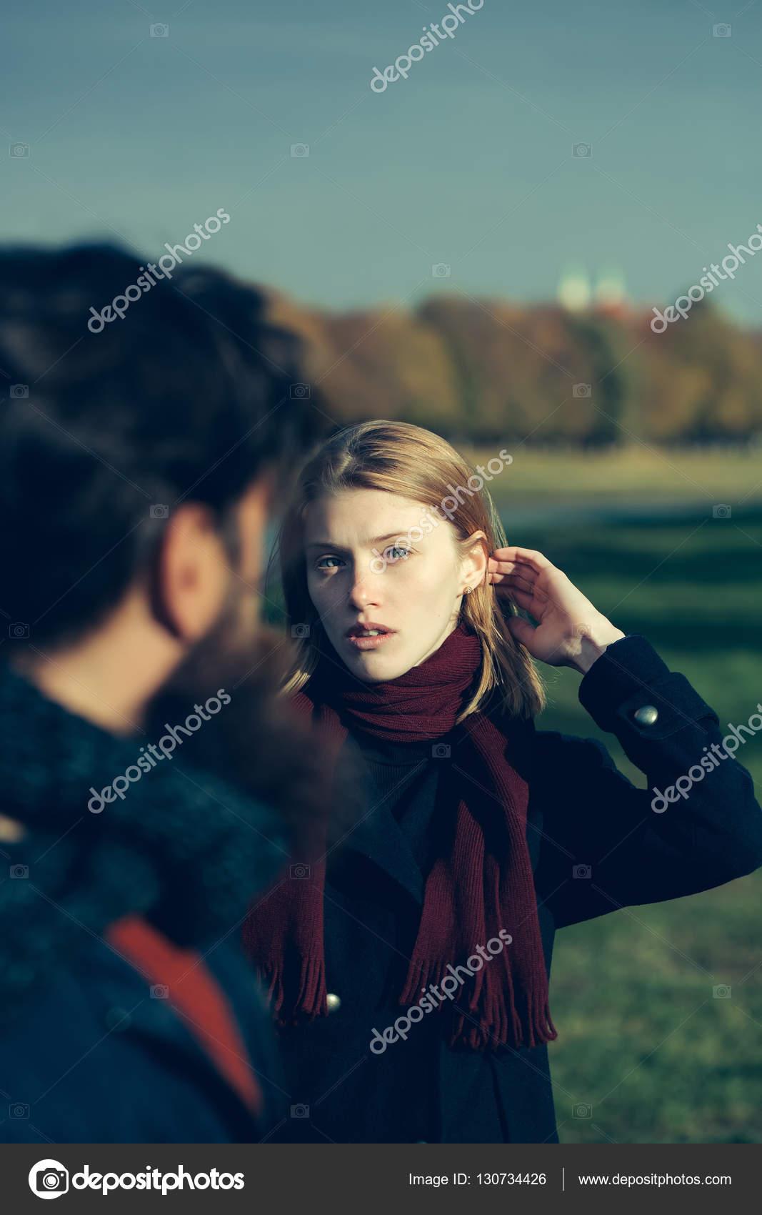 Hübsches Mädchen Spricht Man Stockfoto Tverdohlibcom 130734426