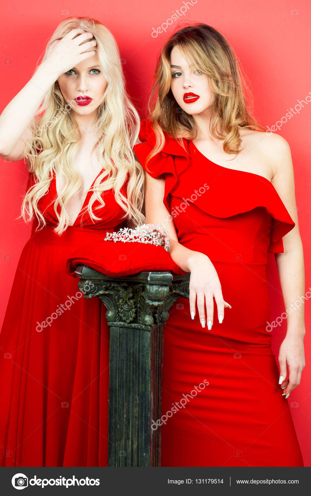 Rotes kleid roter lippenstift