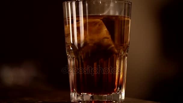 Sklo čaj porcovaný čaj. Časnačaj, takže černý čaj, uvedení porcovaný čaj v šálku