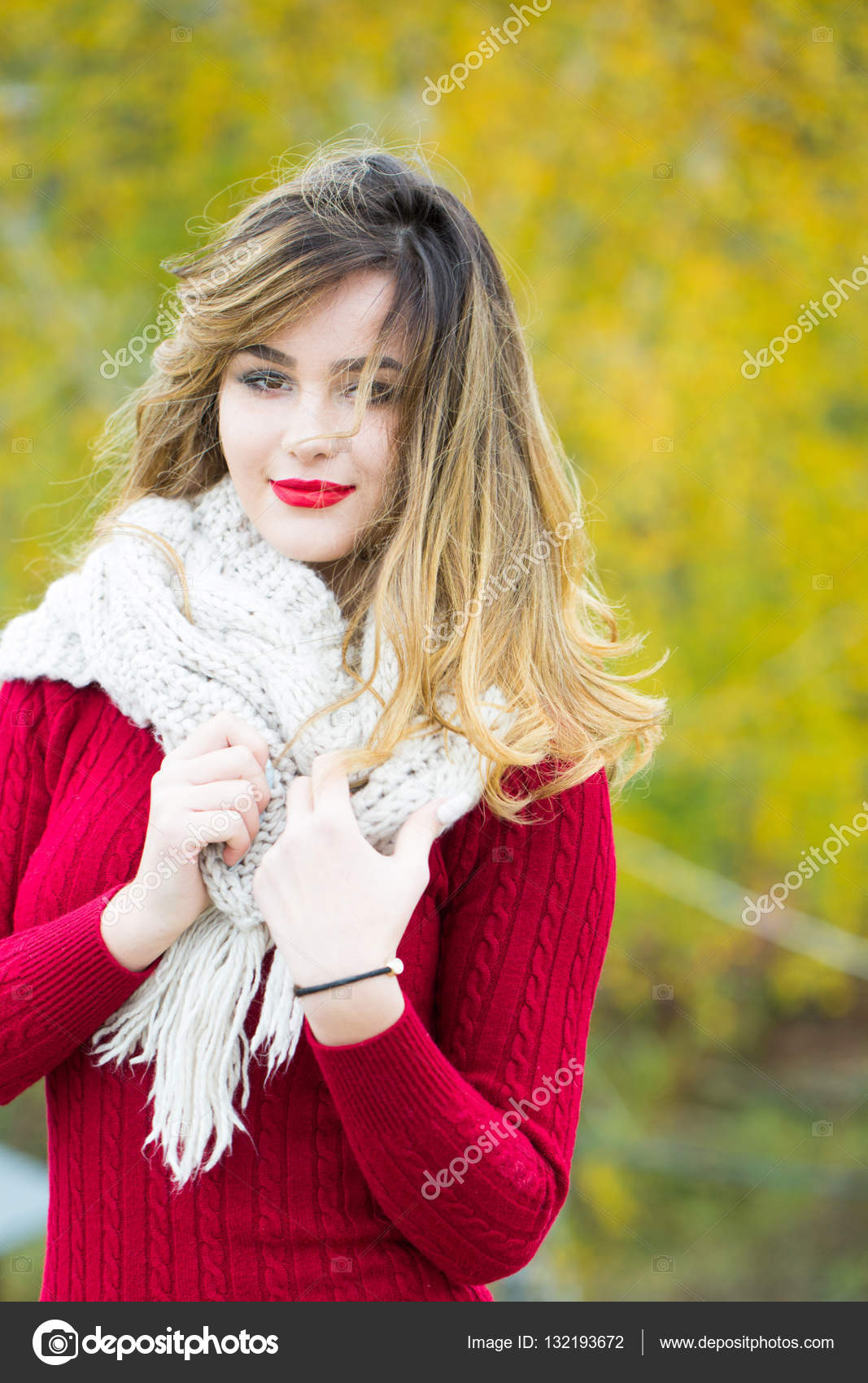Sexy pretty girl with red lips — Stock Photo