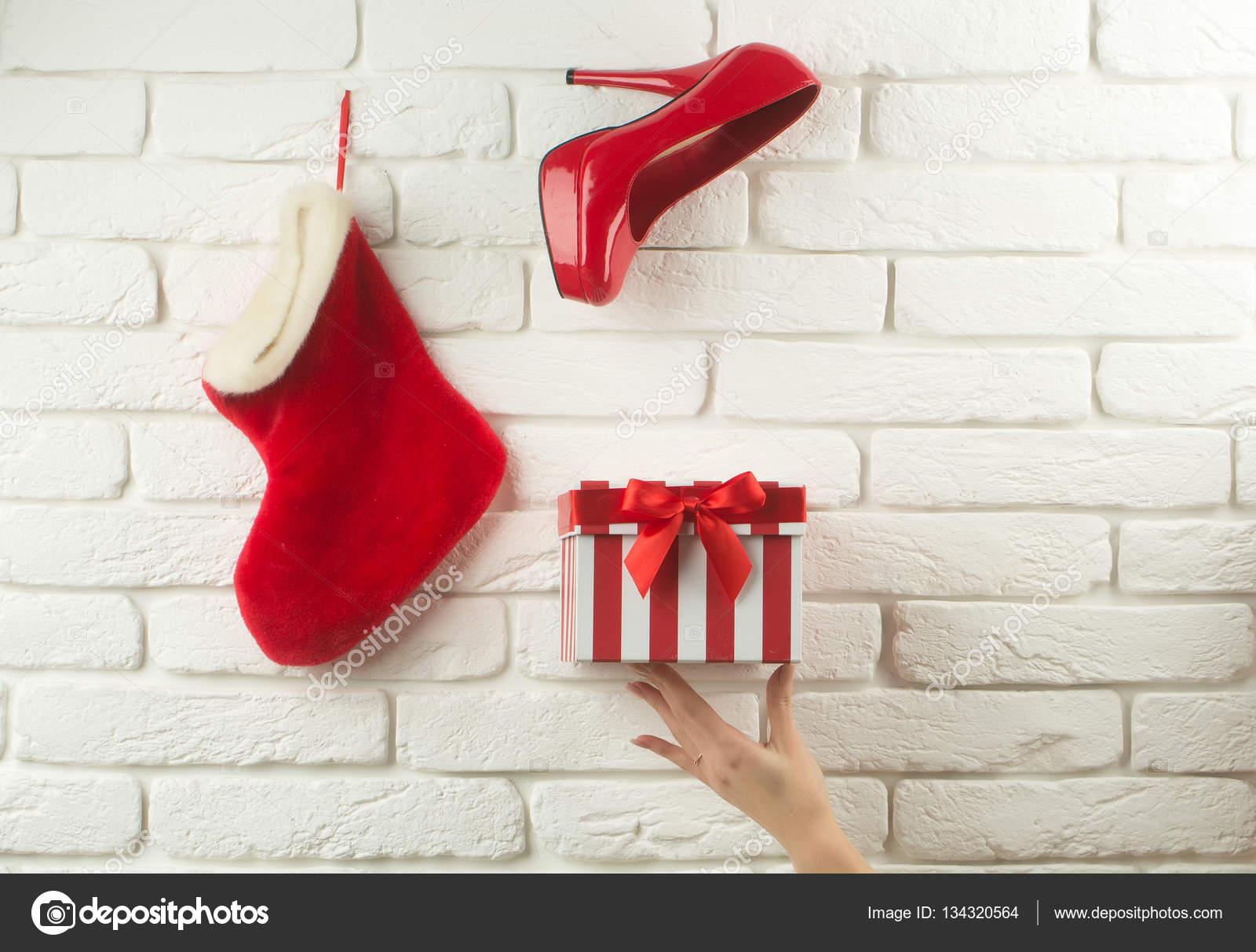 Weihnachts-Strumpf-Schuh und box — Stockfoto © Tverdohlib.com #134320564
