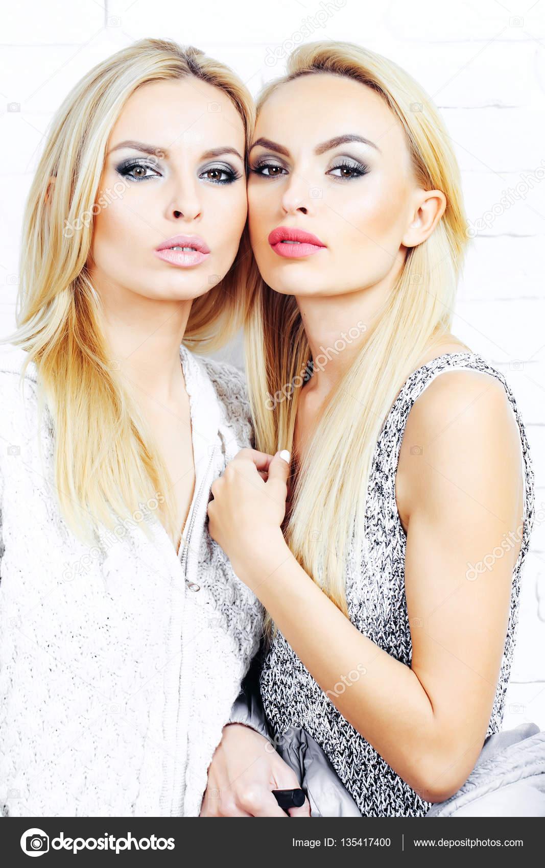 Blondes lesbiennes pics