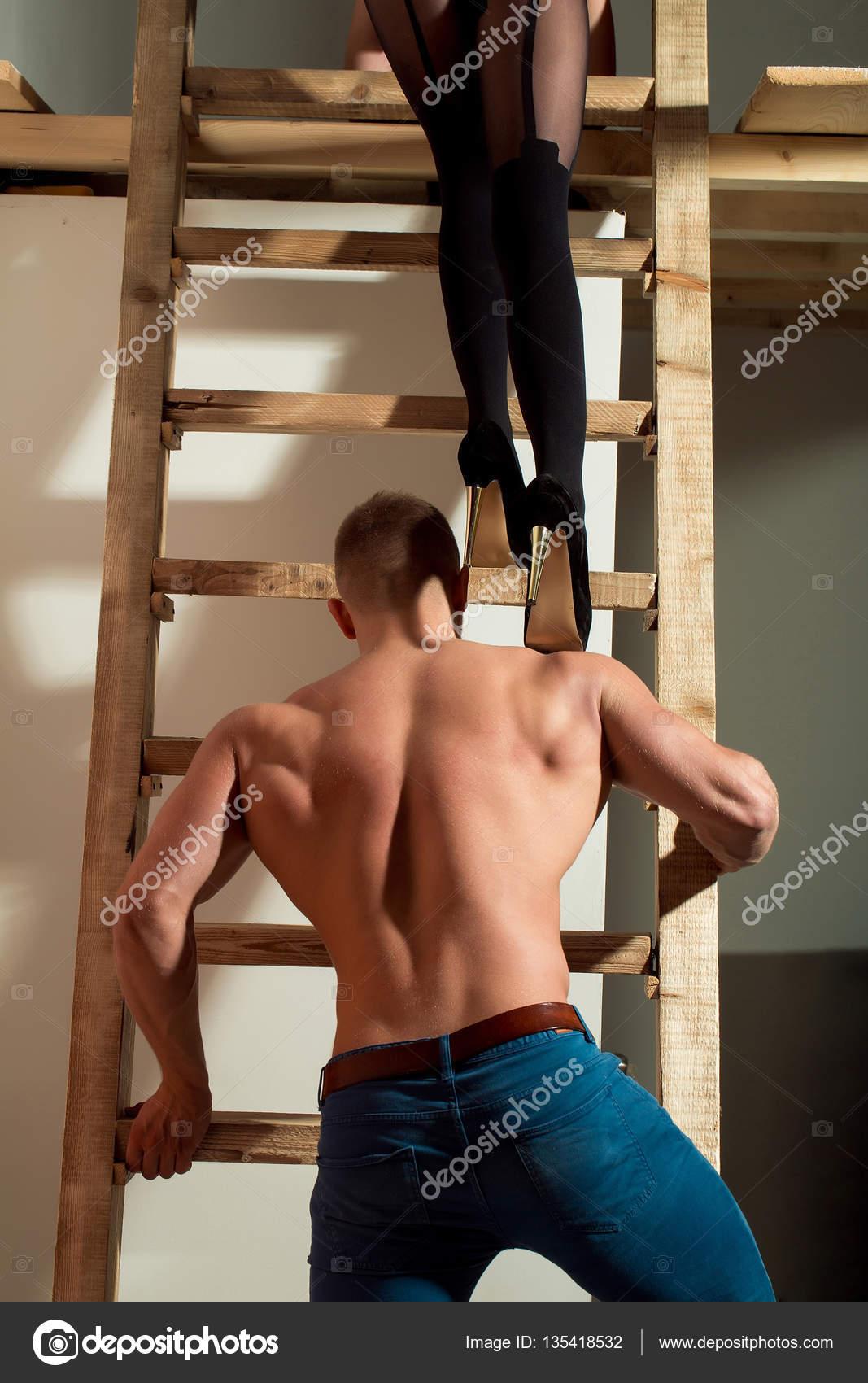 Сексуальные мускулистые женские ноги