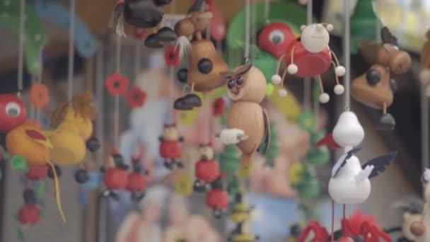 Sova, husí, Beruška a jiné hračky na vánočním trhu